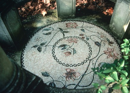 """Clematis"" 1992, Mosaic cemented in a garden, Washington D.C., 1.25 m (50 inches)"