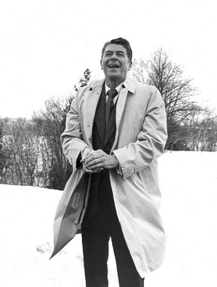 Ronald Reagan forming a snowball, NH primary, 1976