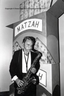 Larry Rivers plays sax at the opening of his exhibit, the history of Matzoh, at the Jewish Museum, NYC